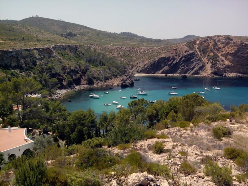 Es Canaret es uno de los mejores puntos de Ibiza para el fondeo de barcos.