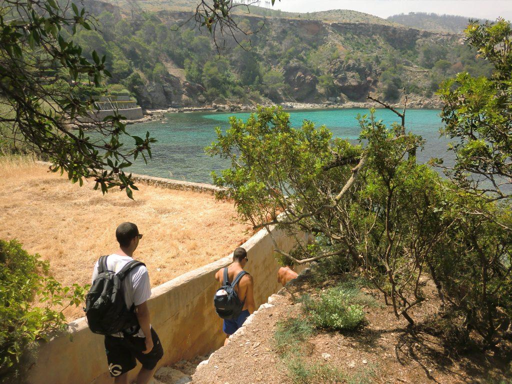 Llegando a la cala de Es Canaret en Eivissa . Ibiza