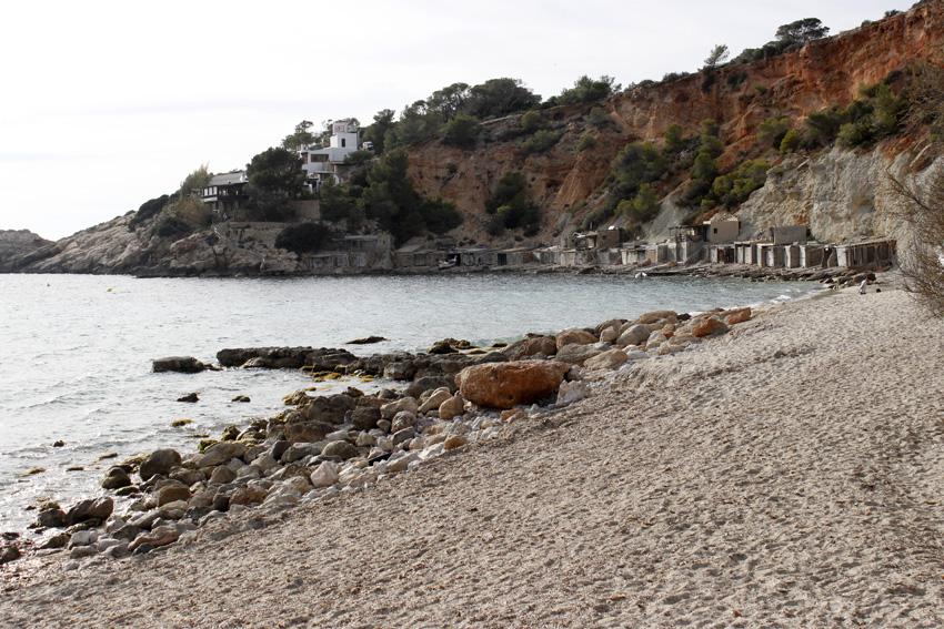 Las casetas varadero recuerdan la tradición pesquera de Cala d'Hort