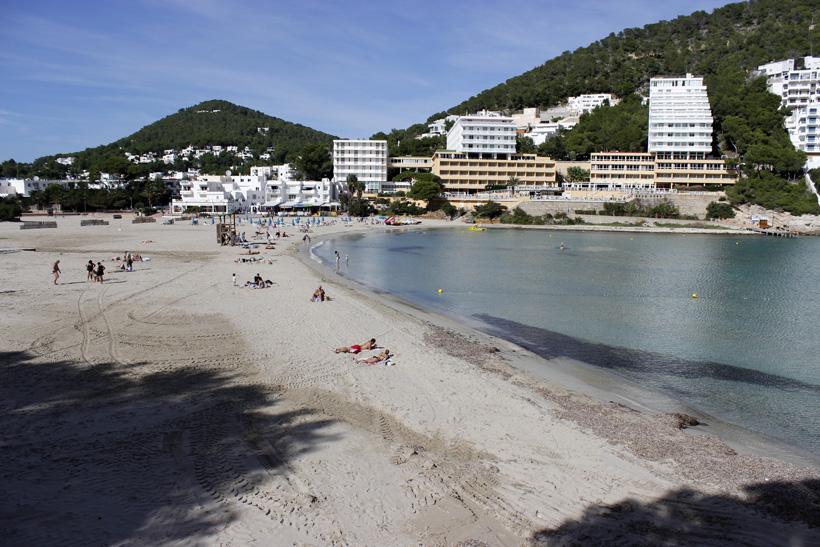 Hoteles, apartamentos y todo tipo de servicios se encuentran en la zona turística de Cala Llonga
