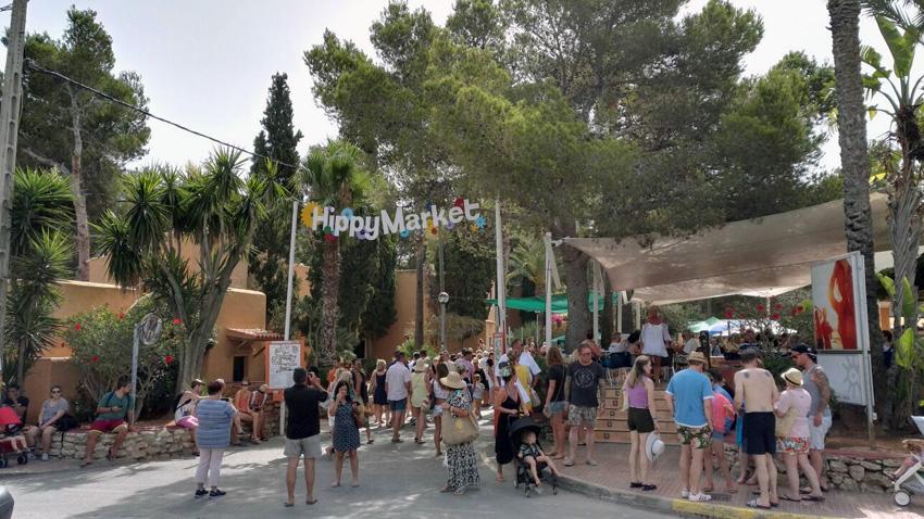 Entrada del hippy market de Punta Arabí