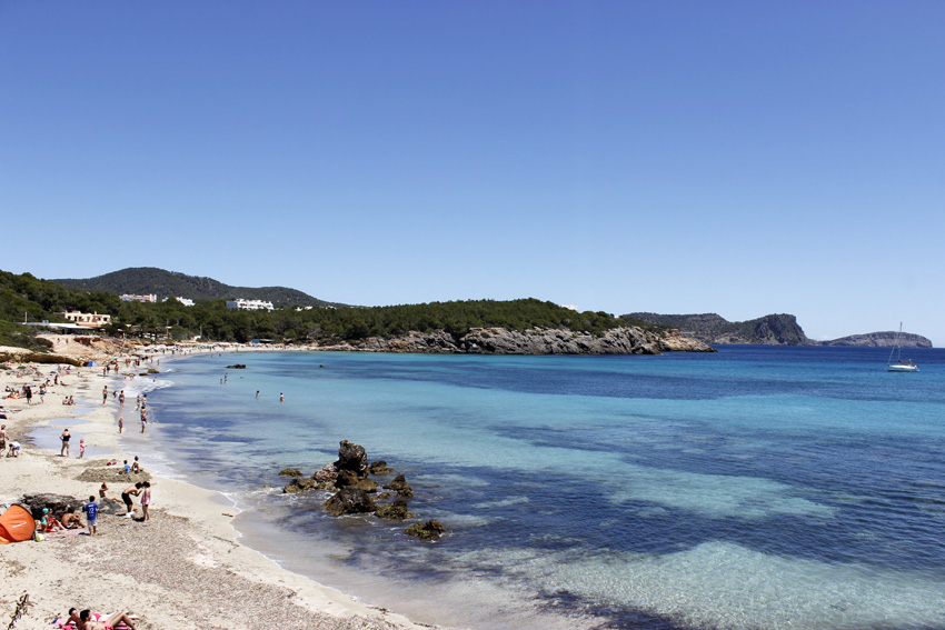 Las aguas transparentes y turquesas son el mayor reclamo de esta playa