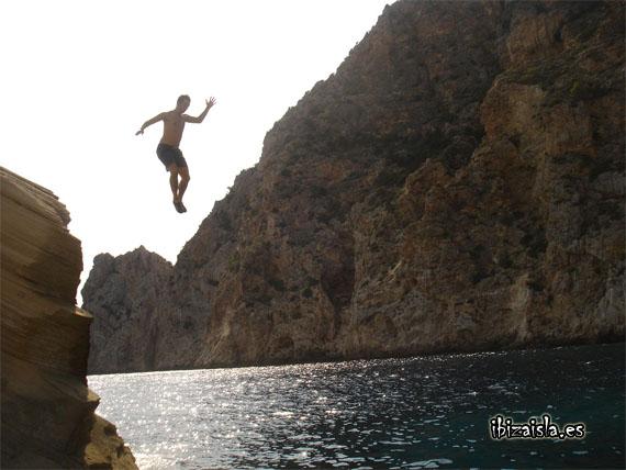 Salto en Cala Atlantis
