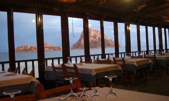 Restaurantes en la playa de ibiza ibizaisla es - Restaurantes en el puerto de ibiza ...