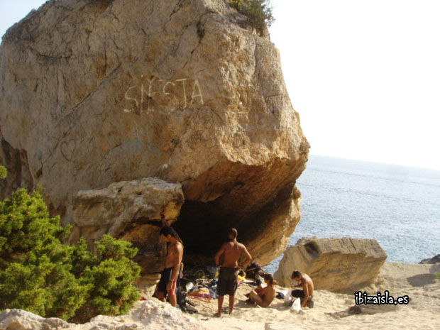 Hippie en la playa de Ibiza