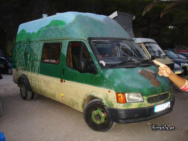 furgoneta hippie en Ibiza