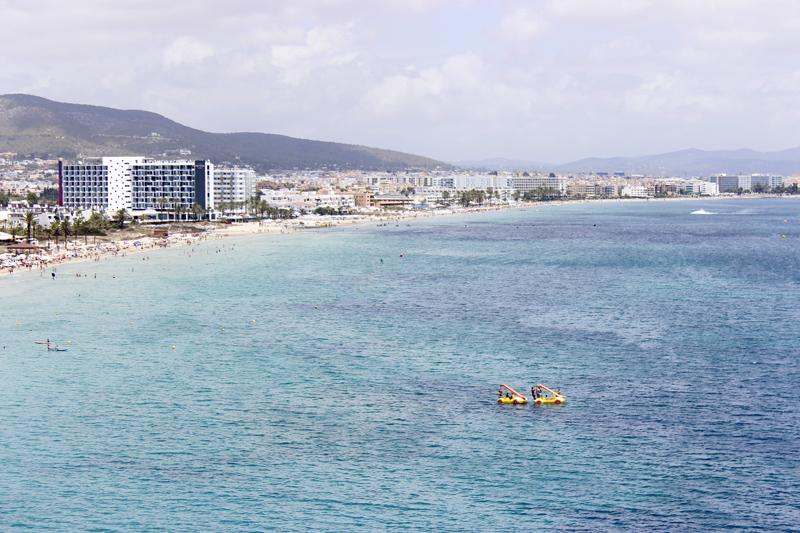 playa den bossa ibiza