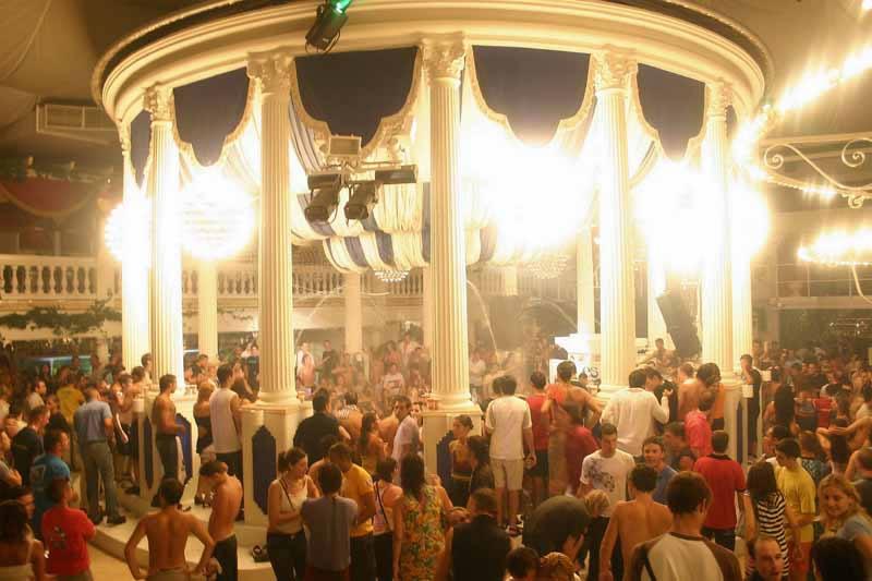 Columnas romanas en la Discoteca Es Paradís