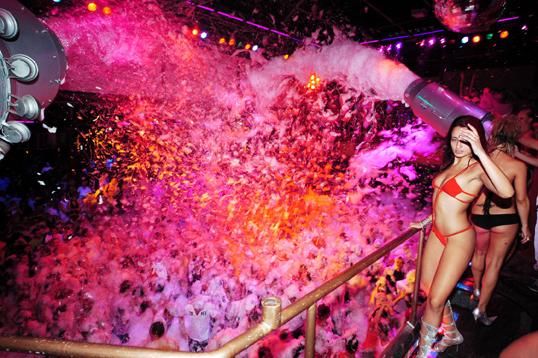 las mejores fiestas de Ibiza fiesta de la espuma