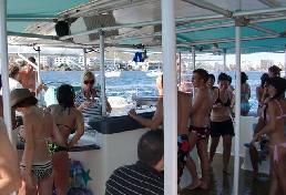 Fiesta en un barco