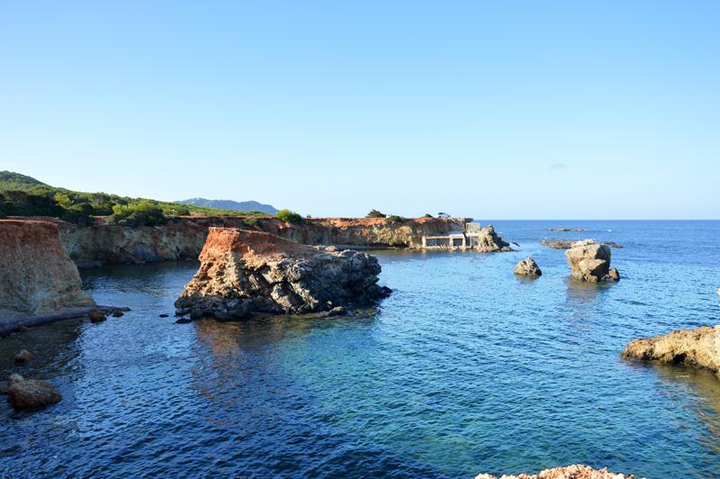 Estos pequeños islotes de Pou des Lleó hacen las delicias de los aficionados al buceo.