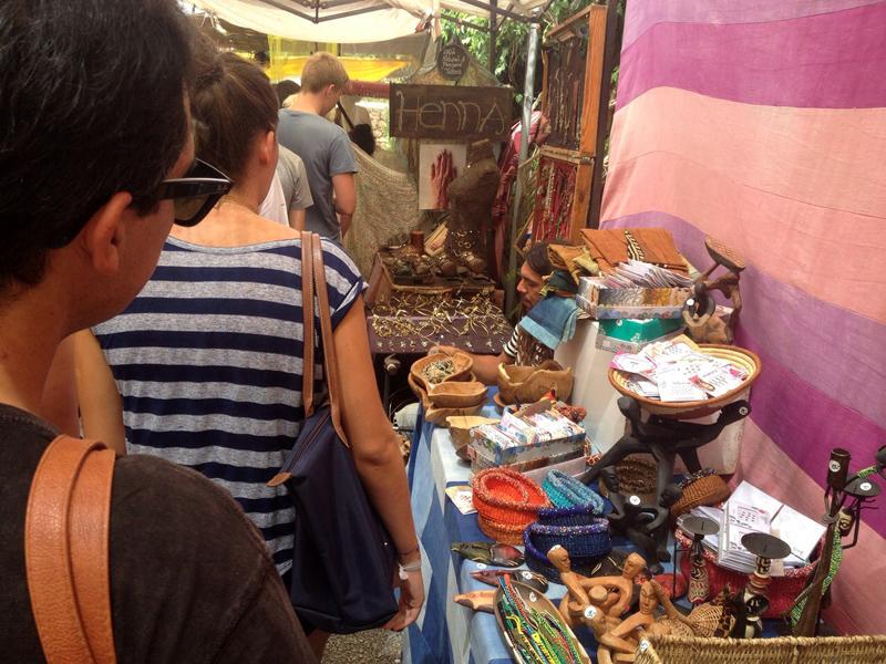 Visitar los mercadillos de Ibiza es una de las actividades imprescindibles de la isla