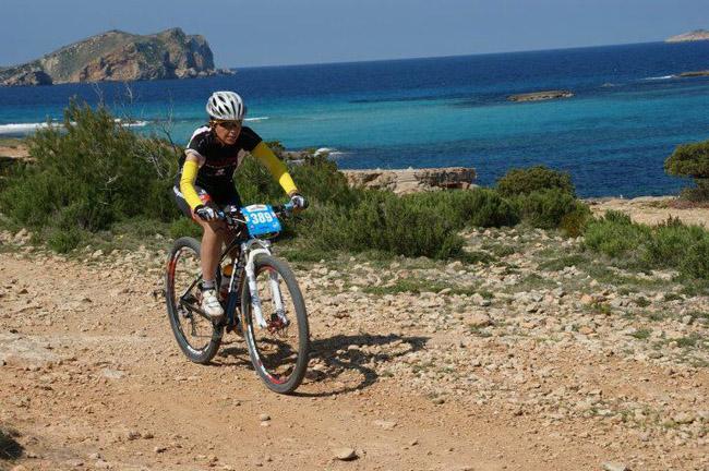 Disfrutando del deporte y la naturaleza en Ibiza