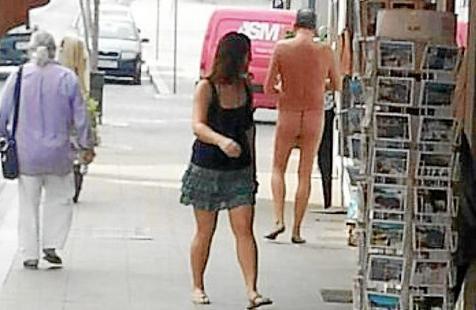 hombre casi desnudo tanga san antonio