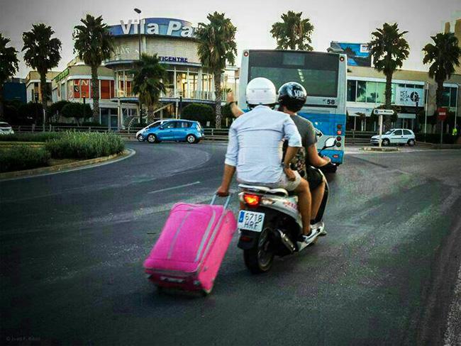moto ibiza locura maleta