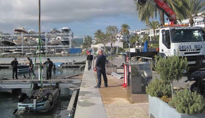 coche puerto Ibiza
