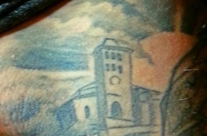 La catedral de Ibiza grabada en tinta sobre la piel.