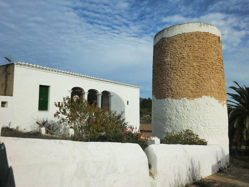 Casa y yorre predial en la finca de Can Pere Musson (Balàfia)
