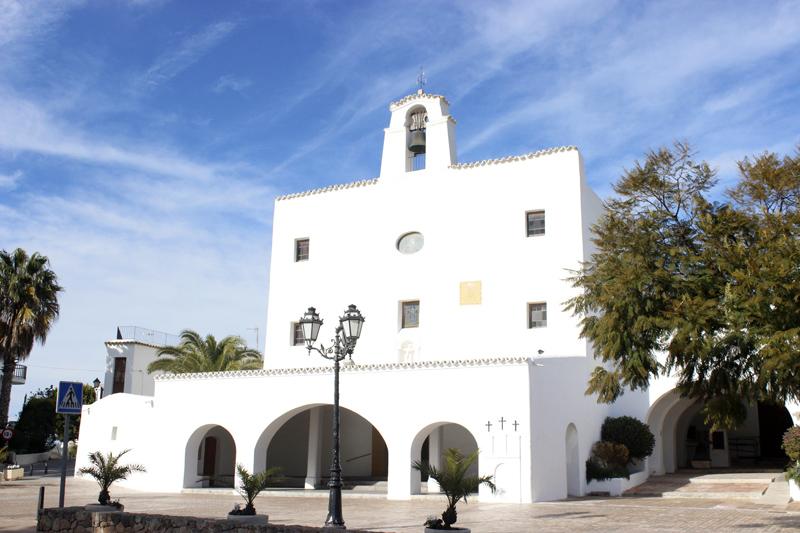 La iglesia de Sant Josep tiene una altura considerable, lo que refuerza su imagen de fortaleza.