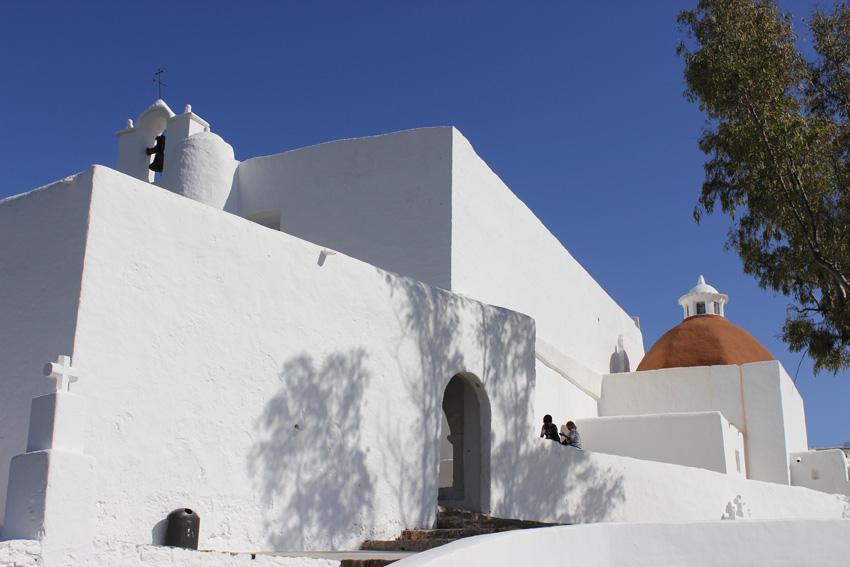 La iglesia de Santa Eulària, conocida popularmente como Puig de Missa, es un ejemplo claro de la arquitectura de Ibiza.