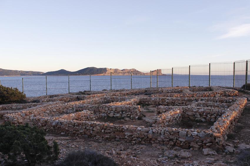 Ruinas del poblado fenicio de Sa Caleta, declaradas Patrimonio de la Humanidad.