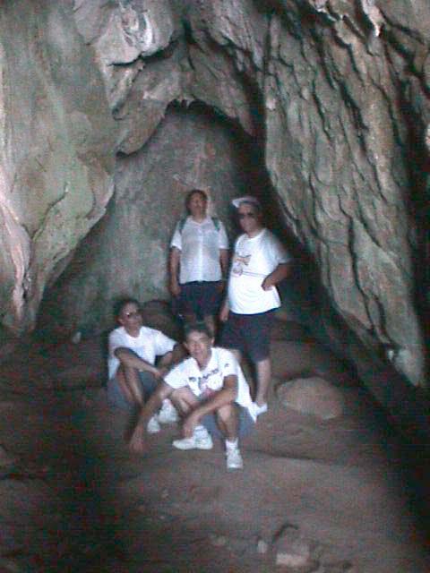 La gruta de Es Vedrà donde, presumiblemente, pasaba largos periodos de oración el Padre Palau. Foto: 12gotasdeibiza.com