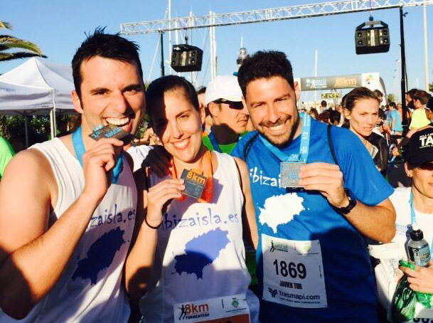 Finishers con sus medallas. En el centro Tanit, que participó en la prueba de 8 kilómetros.