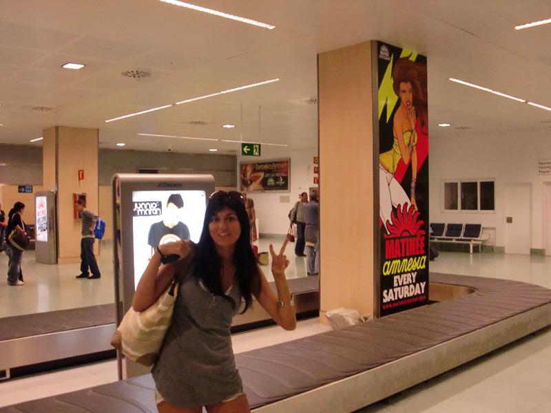 """Desde el aeropuerto ya se publicita los """"reclamos culturales"""" de Ibiza."""