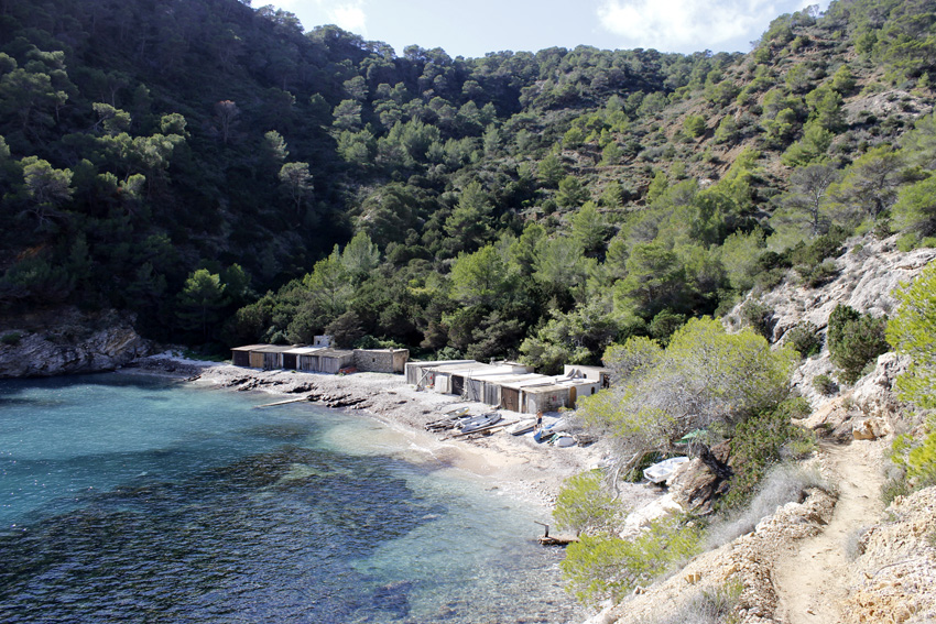 Panorámica de Cala Llentrisca, en la costa suroeste de Ibiza