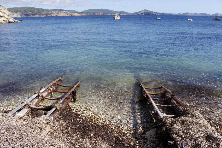 Pasarelas por las que se arrian los barcos al mar
