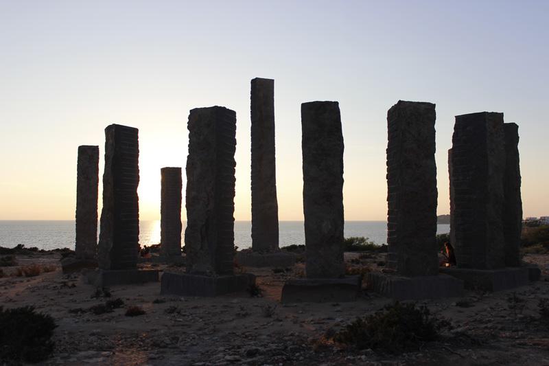 monumento cala llentia circo del sol