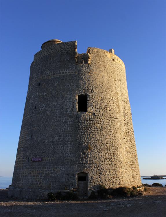 La espectacular Torre de Ses Portes es una de las torres de defensa más altas de Ibiza