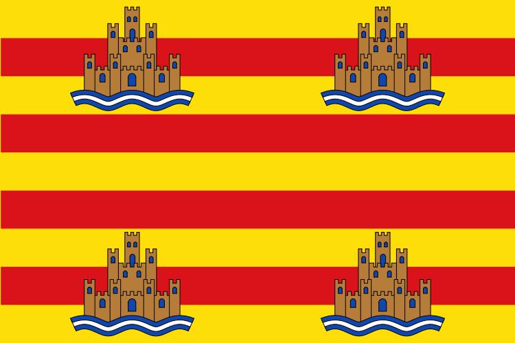 La Bandera de Ibiza está formada por la bandera de la Cordona de Aragón, con cuatro castillos (en referencia a Dalt Vila) uno en cada ángulo sobre el mar.