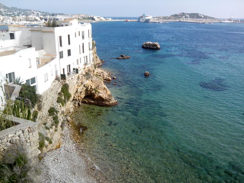 Las maravillosas vistas a la playa de Baix de Sa Penya que disfrutaba la familia Broner.