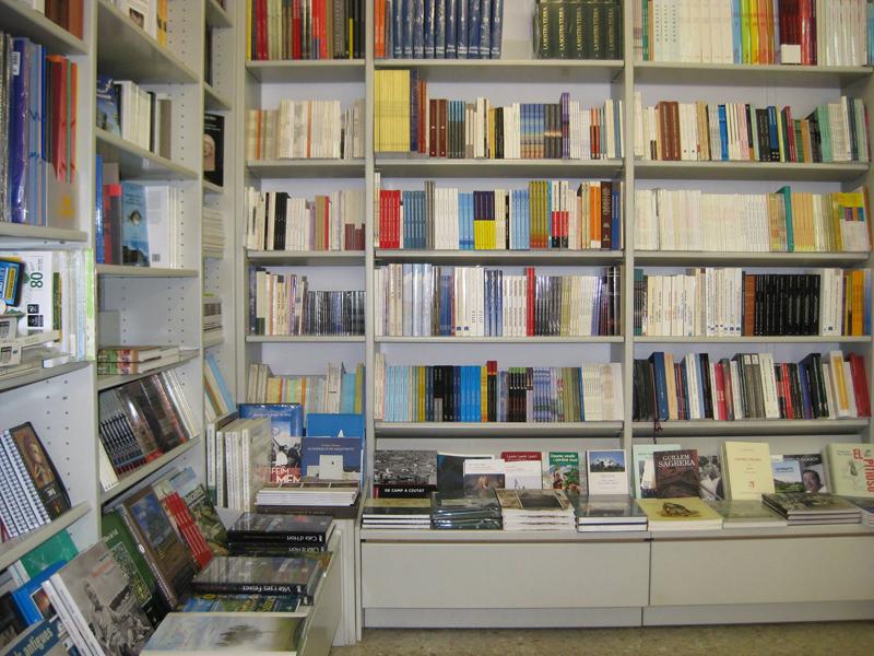 Destaca la selección de libros con temática relacionada con Ibiza y Formentera