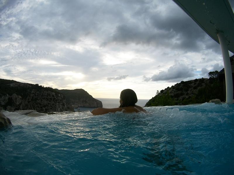 Mirando las vistas desde el Spa Na Xamena