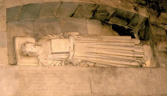 Sepulcro original de Guillem de Montgrí en la Catedral de Girona. Fuente: eivisssa.com
