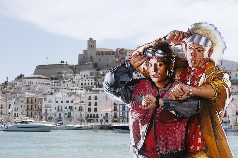 Marty McFly y el Dr. Emmett Brown, protagonistas de Regreso al Futuro, en Ibiza.