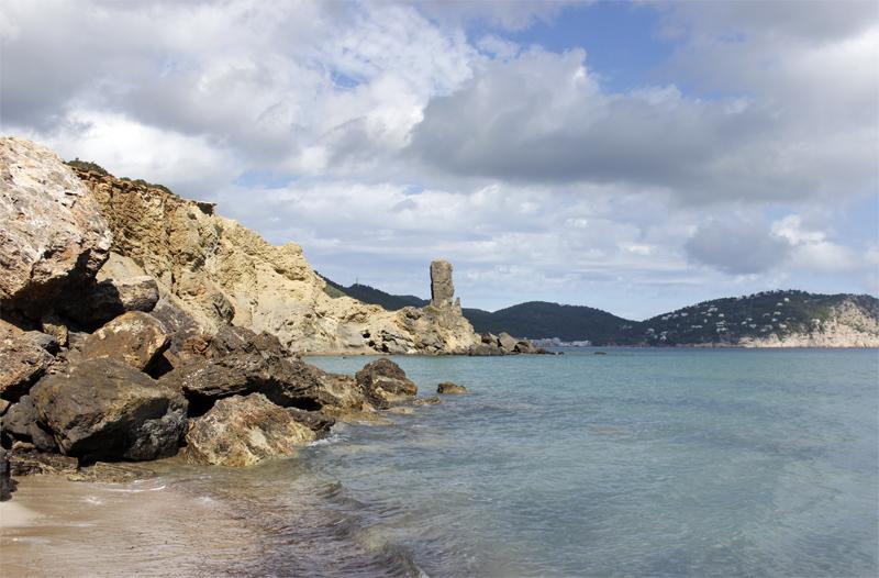 Se intuye la playa desde el extremo norte de Es Figueral