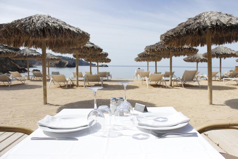 Vistas desde la mesa del restaurande situado en Es Torrent (Ibiza)
