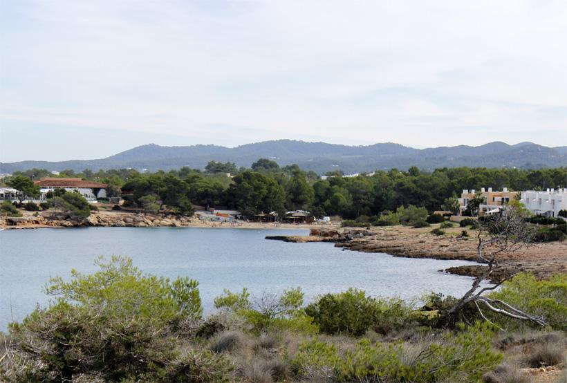 La playa de Port des Torrent, desde Punta de Sa Pedrera