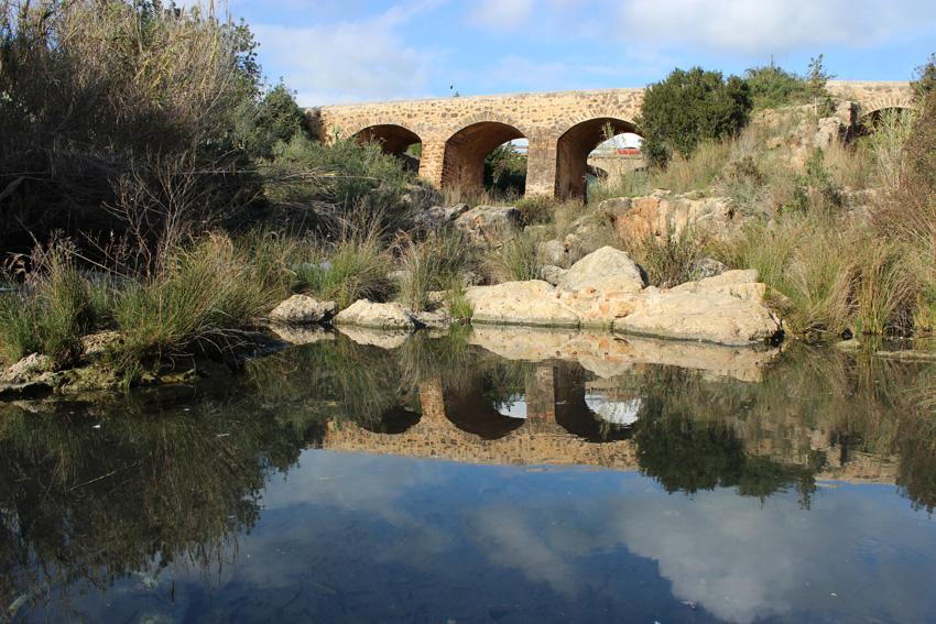 El río de Santa Eulària y el Pont Vell.