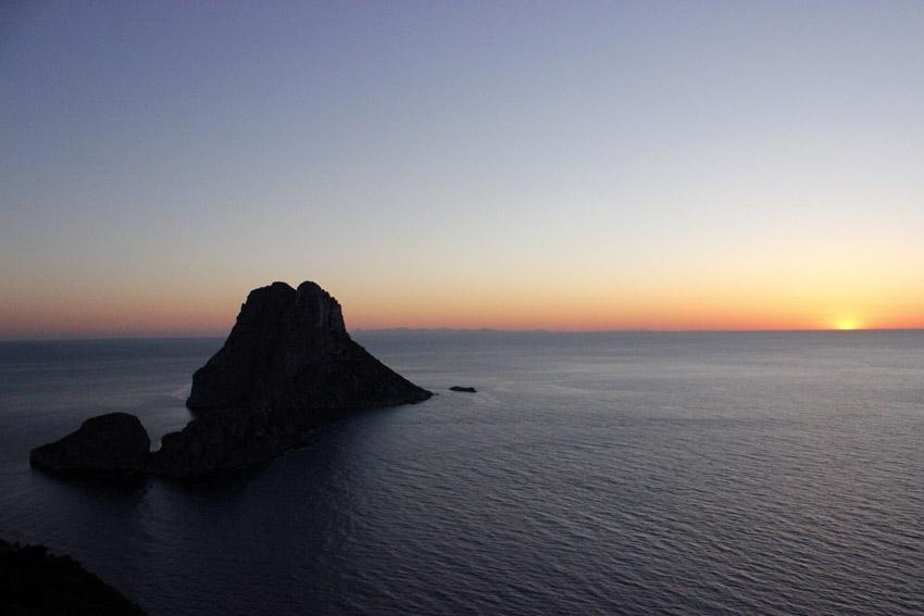 Una puesta de sol en Es Vedrà, para despejar la vista de tantos datos...