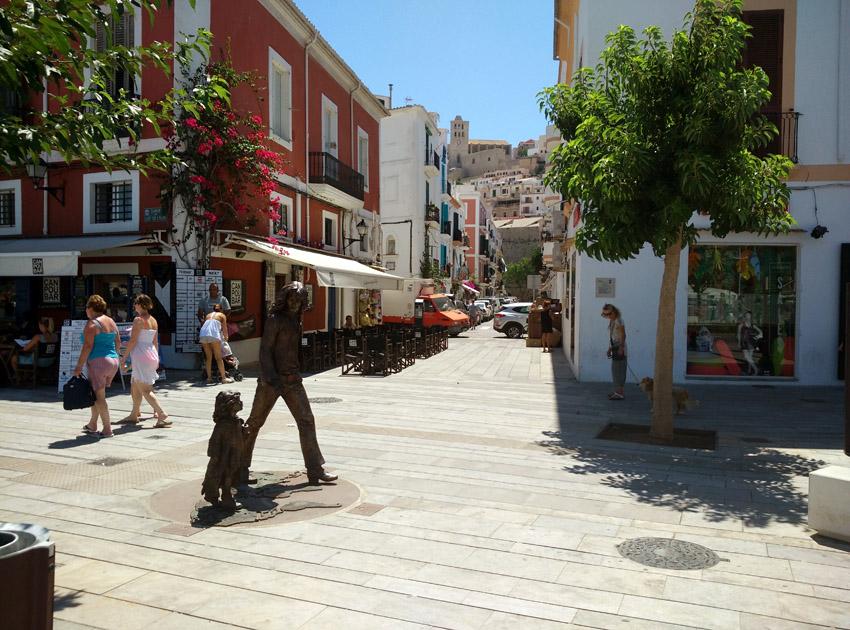 monumento al hippy de Ibiza