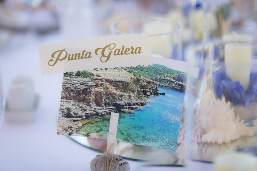 El motivo de la boda era el mar. Cada mesa de invitados tenía el nombre de una playa de Ibiza.