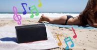 altavoces bluetooth chica playa