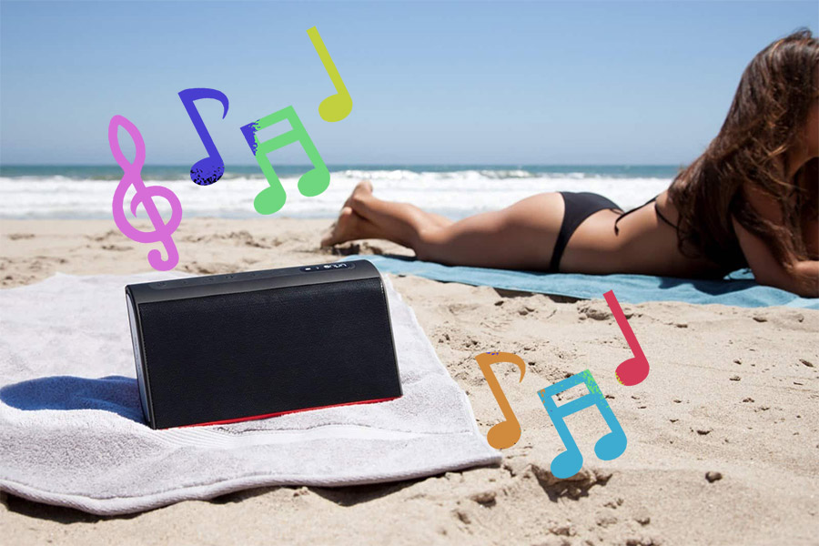 altavoces bluetooth chica playa